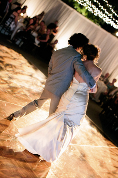 wedding dance couple dip